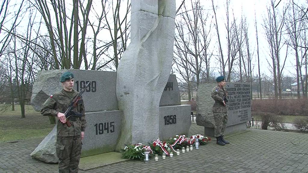 Walczyli z dwoma okupantami – 76. rocznica utworzenia Armii Krajowej. Włocławek oddał hołd poległym