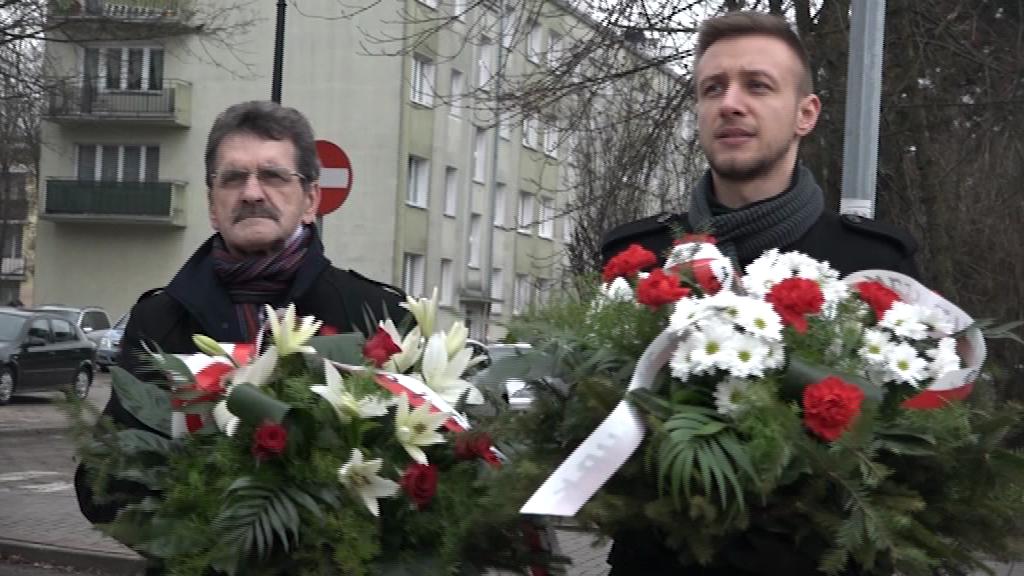 PiS złożył kwiaty przy pomniku Armii Krajowej
