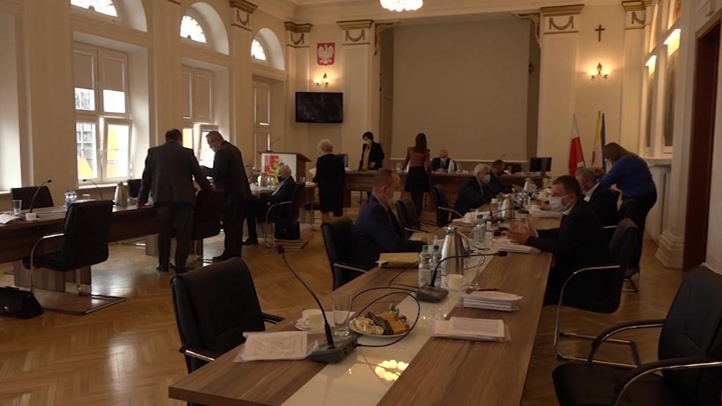 Rada Powiatu pomaga pracownikom DPS
